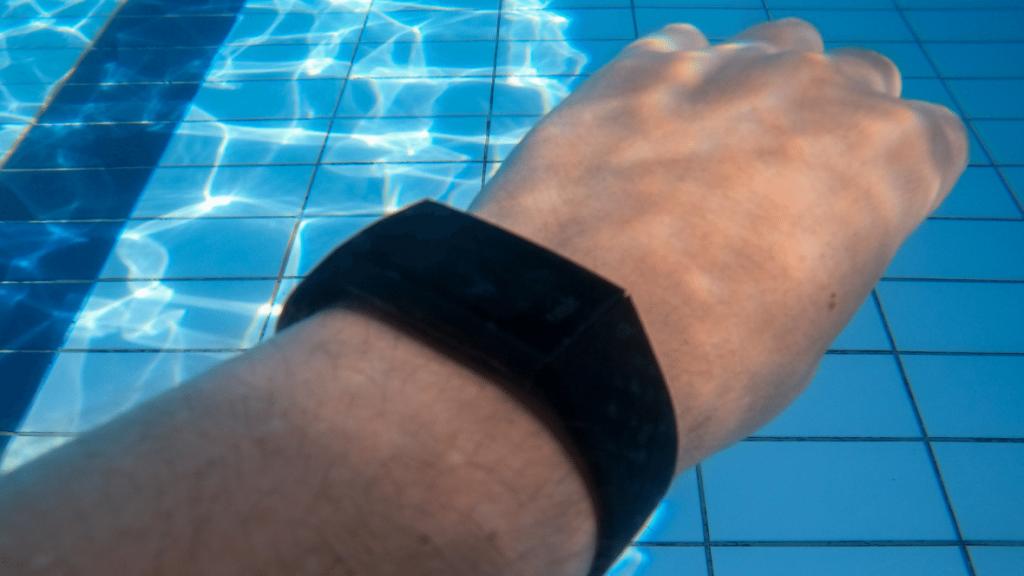 Charge 4 onder water horloge zwemmen fitbit