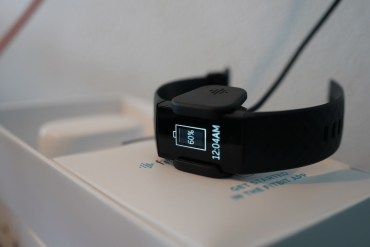Fitbit Charge 4 opladen oplaadkabel