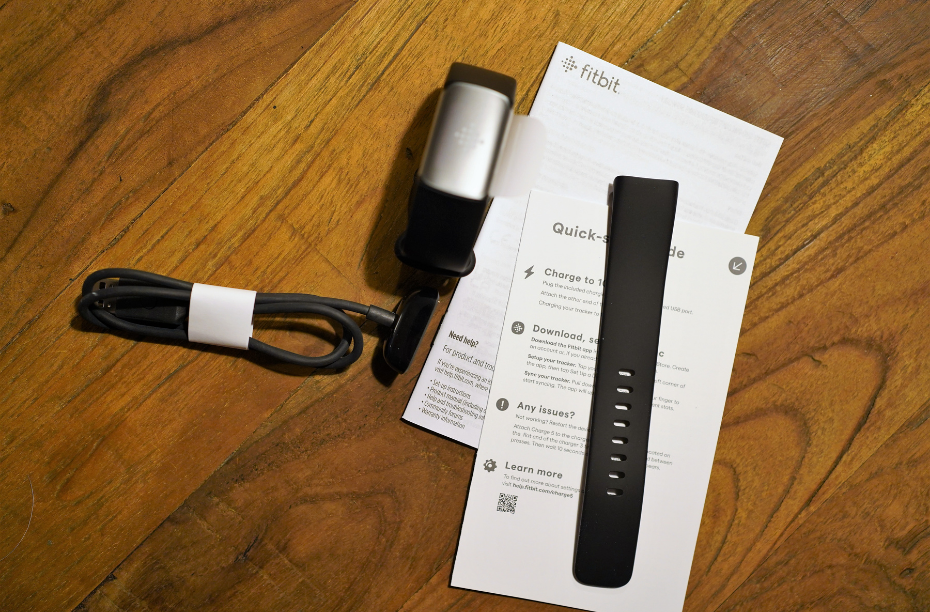 Inhoud Fitbit Charge 5 verpakking voor Fitbit Charge 5 review